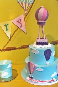 elysia-root-cakes-hot-air-balloon-1st-birthday-cake