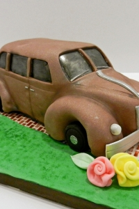elysia-root-cakes-chicago-antique-car-cake