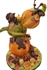elysia-root-cakes-chicago-autumn-pumpkin-squirrels-cake