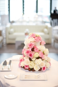 elysia-root-cakes-the-Langham-Chicago-Buttercream-wedding-cake-fresh-floral