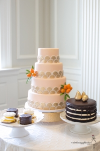 elysia-root-cakes-art-deco-Chicago_History_Museum_Weddings