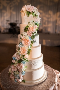 elysia-root-cakes-chicago-sugarflowers-lace-wedding-cake