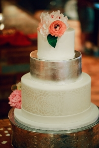 elysia-root-cakes-silver-white-pearl-stencil-wedding-cake