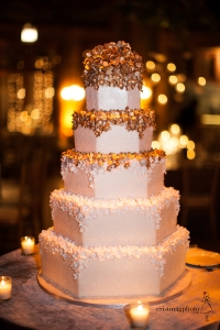 elysia-root-cakes-gold-white-sugarflower-cascade-wedding-cake