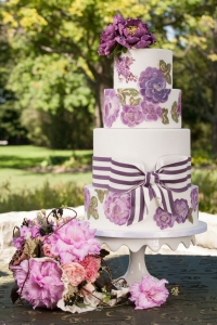 elysia-root-cakes-chicago-handpainted-purple-wedding-cake