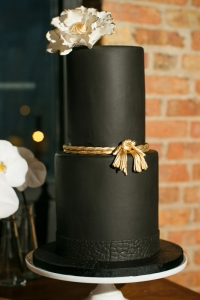 elysia-root-cakes-chicago-city-view-loft-black-gold-cake