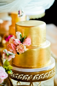 elysia-root-cakes-chicago-gold-metallic-cake