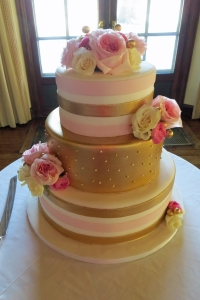 elysia-root-cakes-chicago-gold-pink-wedding-cake