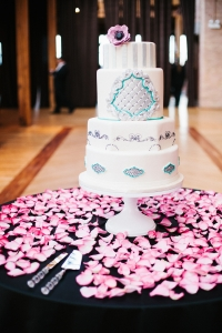 elysia-root-cakes-electic-chicago-silver-turquoise-wedding-cake