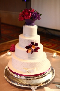 elysia-root-cakes-chicago-white-burgundy-cake