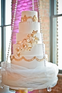 elysia-root-cakes-chicago-white-gold-cake2