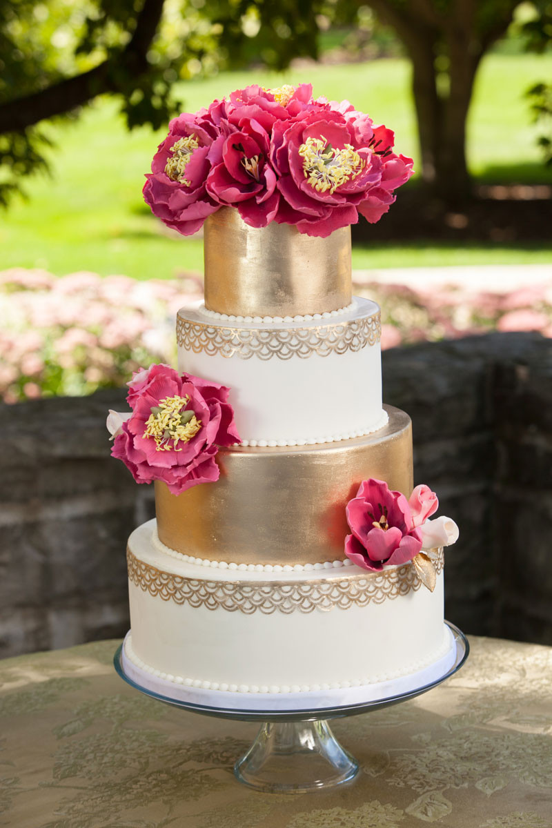 New Sugar Floral - wedguidechicago gold cake